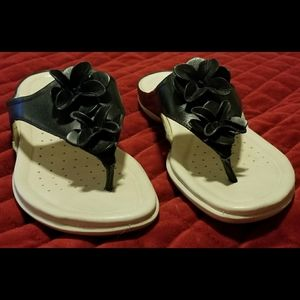 Ecco Flash Flower Black Thong Sandals; Size 8.5 US